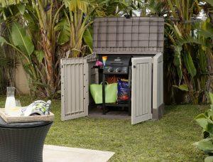 am nager l 39 ext ieur de sa maison cache poubelle. Black Bedroom Furniture Sets. Home Design Ideas